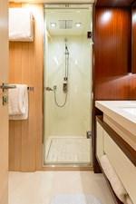 KELLY ANN 23 Starboard Forward Twin Bathroom