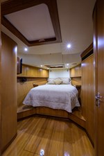 THE ROYAL BLUE 16 Forward Stateroom