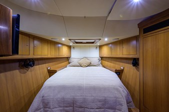 THE ROYAL BLUE 17 Forward Stateroom