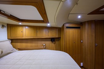 THE ROYAL BLUE 19 Forward Stateroom