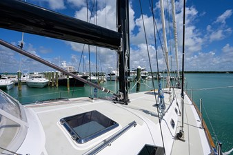 THE ROYAL BLUE 39 Foredeck