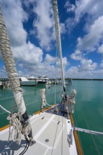 THE ROYAL BLUE 41 Foredeck