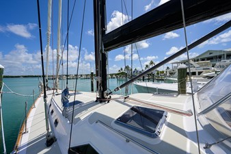 THE ROYAL BLUE 42 Foredeck
