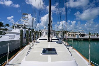 THE ROYAL BLUE 43 Foredeck