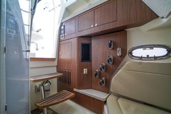 Boston Whaler 380 Outrage 45