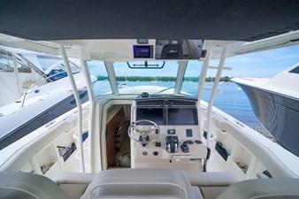 Boston Whaler 380 Outrage 21