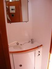 Mucho Gusto 34 Guest Head Sink