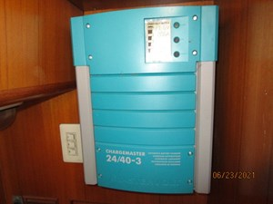 Triple 7 71 70_2780622_45_symbol_battery_charger