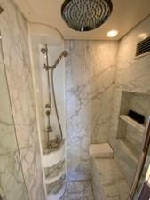 GEMINI 18 GEMINI - Master bathroom