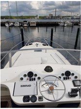 noname 4 Appreciable flybridge and sundeck view