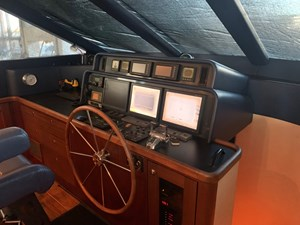 ALEXELLE 23 Pilothouse Helm Station