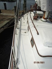 Swagman 10 9_2780809_36_cheoy_lee_sigma_starboard_side_deck