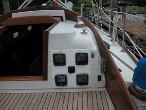 Swagman 18 17_2780809_36_cheoy_lee_sigma_cockpit_electronics
