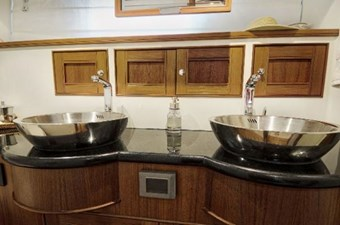 Incorrigible 34 Master Head Sinks