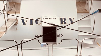 Victory 8 1994 BURGER Motor Yacht transom entrance door and passarelle