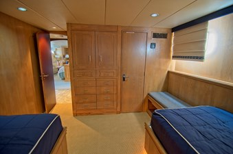 Victory 35 Stbd Twin Guest Cabin