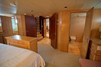 Victory 28 Owners Cabin with ensuite head