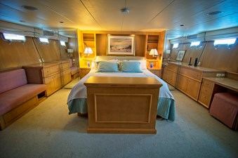 Victory 26 Owners Cabin