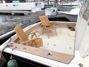 MAVERICK 24 Cockpit with Deck Chairs