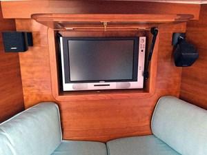 MAVERICK 12 Flat-Screen TV