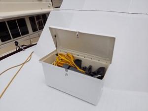 Nicky Boy 21 0023 bow storage box open