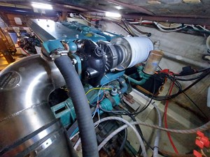 Nicky Boy 106 0153 Engine Room