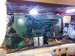 Nicky Boy 108 0155 Engine Room