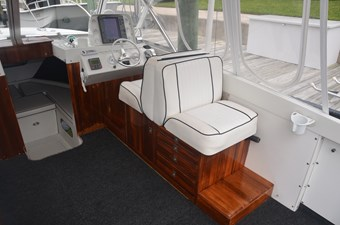 Favor 5 Helm Deck Seating