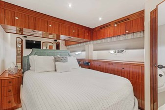 OBSESSION 33 Portside VIP Looking Aft