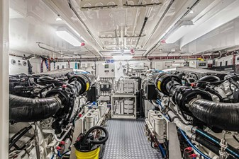 OBSESSION 64 Engine Room Looking Forward