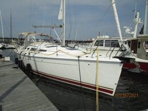 Laura II 4 3_2780956_38_marlow_hunter_starboard_forward_profile