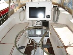 Laura II 21 20_2780956_38_marlow_hunter_cockpit_helm