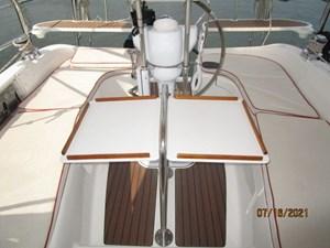 Laura II 25 24_2780956_38_marlow_hunter_cockpit_table2