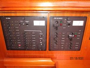 Laura II 58 57_2780956_38_marlow_hunter_electrical_panel1