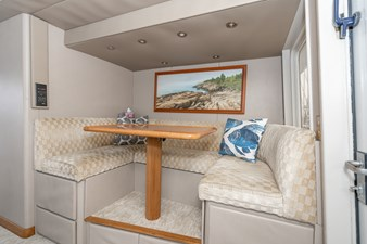 AFTERGLOW 11 AFTERGLOW 126 Pilothouse Dinette