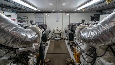VANQUISH 22 Engine Room
