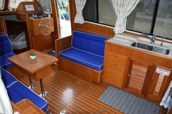 MAHALO 5 Salon Starboard