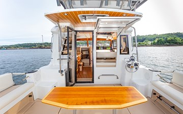 RIGHT ON TIME 6 Aft Deck