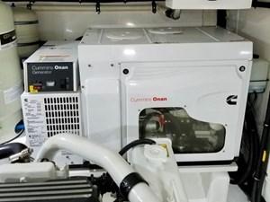 Doña Mimi 36 36. 17kW Onan Generator