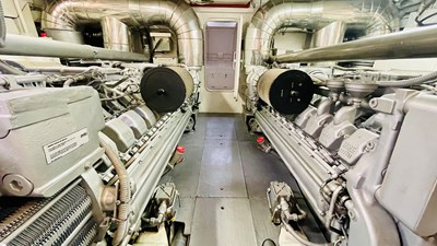 Noob 12 1997 Leopard 27m Open - Engines Room