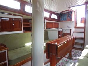 GOLEEN 16 Interior - Starboard