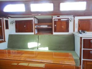 GOLEEN 18 Starboard settee