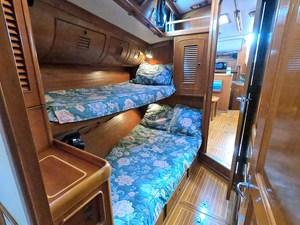 LAMLASH 8 Starboard Guest Cabin