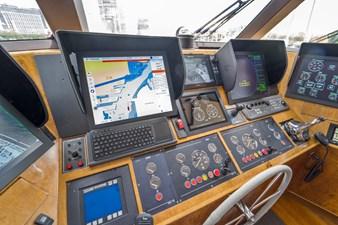 Bravo 15 1997 Stephens 100 Tri-Deck - Bravo - Helm
