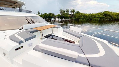 HANG TIME 29 Bow Deck
