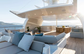 O'PTASIA 23 Sun deck