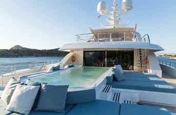 O'PTASIA 24 Bridge deck aft pool and sun pads
