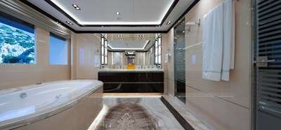 O'PTASIA 12 VIP en suite bathroom