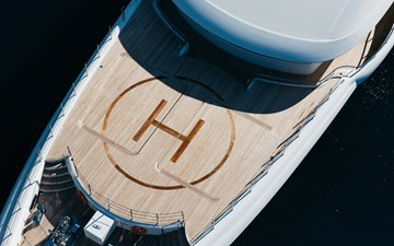 O'PTASIA 26 Bridge deck forward helipad