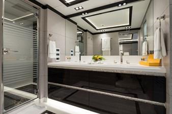 O'PTASIA 17 Guest en suite bathroom
